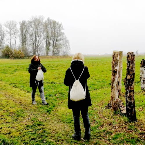 2 dames bij woodhenge